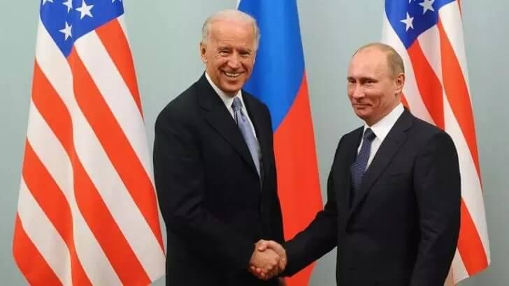 Joe Biden îl acuză pe Putin că încearcă să perturbe alegerile din 2022 prin răspândirea dezinformării