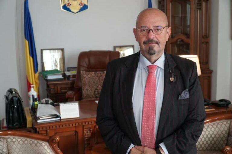 Piedone își trimite subalternii la cursuri la Mamaia, Olimp, Poiana Brașov și Delta Dunării